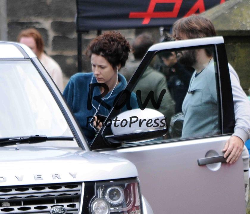 FAMEFLYNET - Caitriona Balfe Seen Listening To Her IPod On The Set Of Outlander