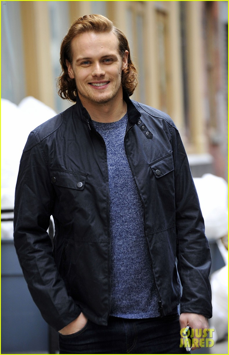 sam-heughan-new-york-tartan-day-parade-35