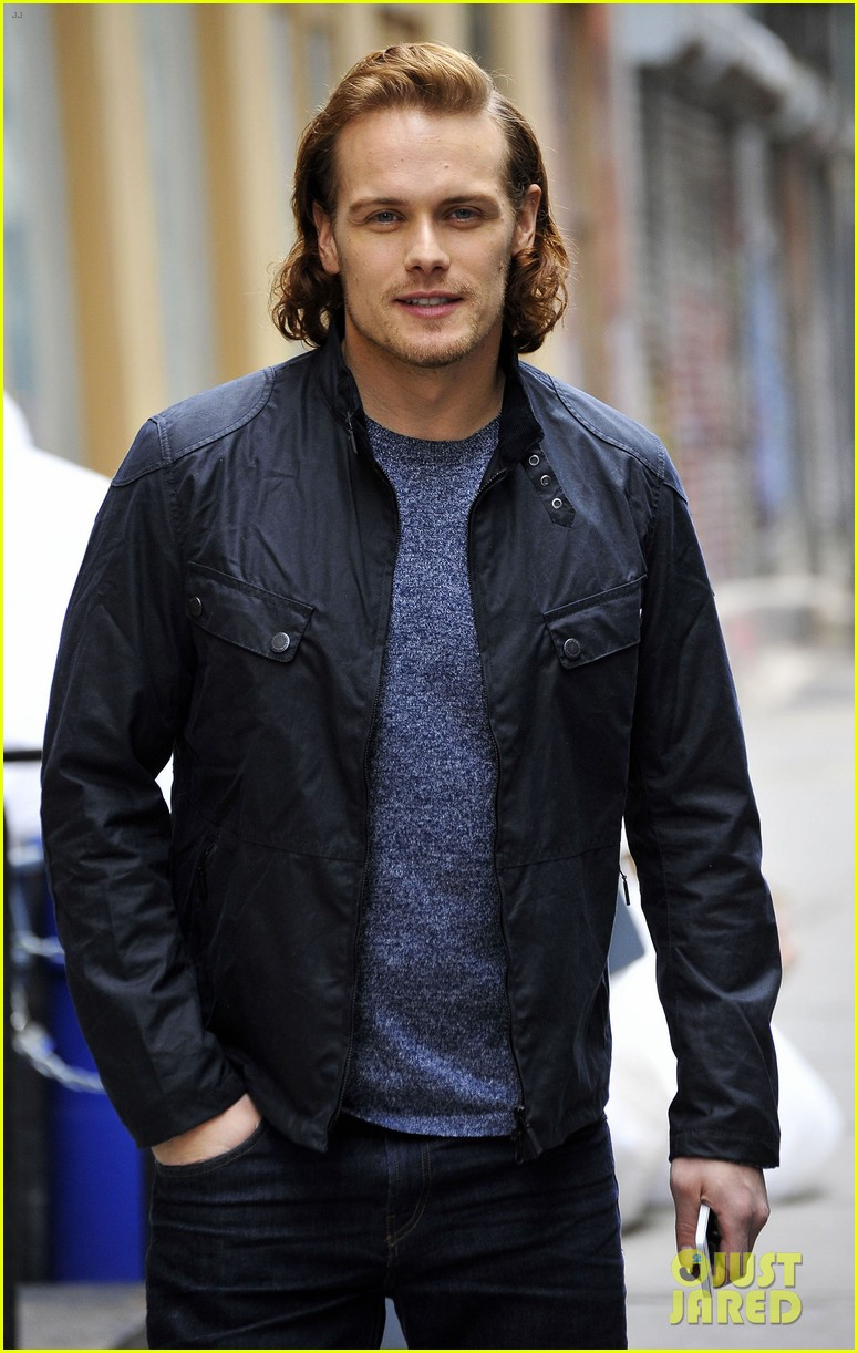 sam-heughan-new-york-tartan-day-parade-36