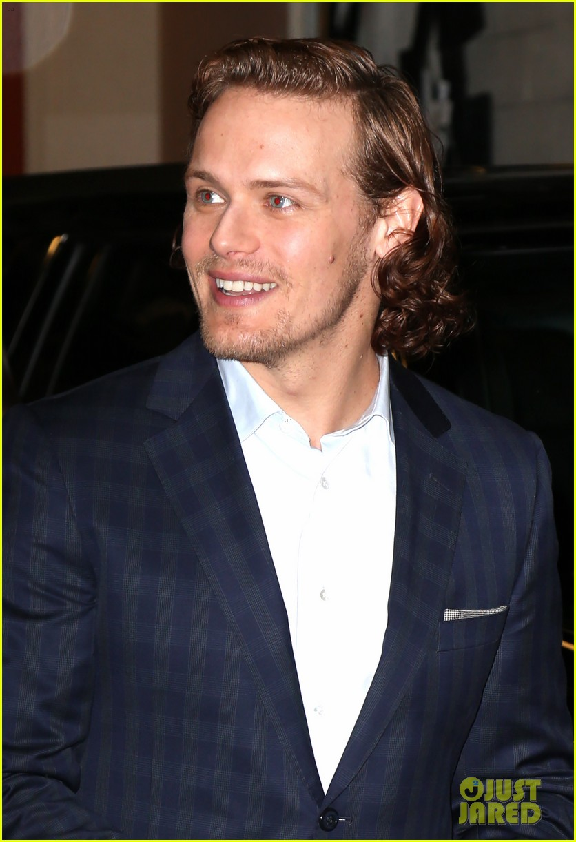 sam-heughan-new-york-tartan-day-parade-39
