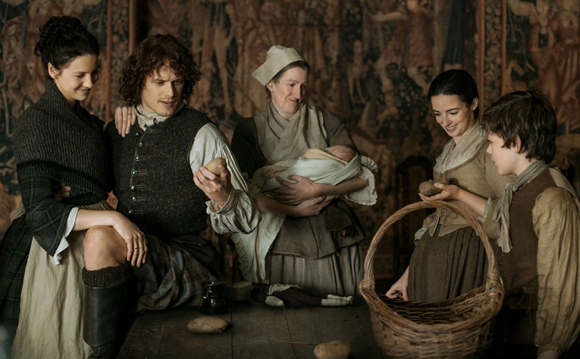 rs_1024x634-160525143109-1024x634-outlander-caitriona-balfe-sam-heughan-laura-donnelly-lp-52516
