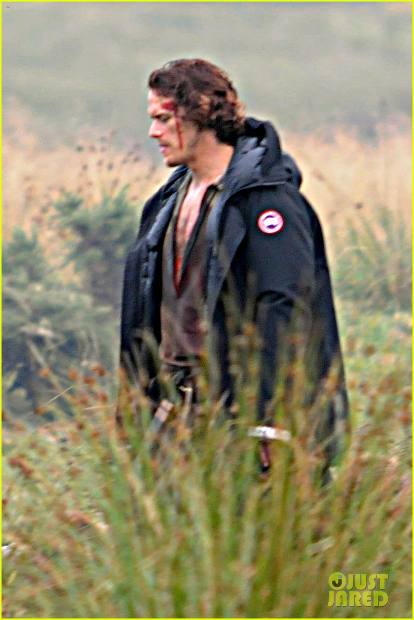 sam-heughan-is-all-bloody-on-outlander-season-2-set-01